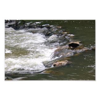 Eau de la rivière Guadiaro entre en sautant entre  Art Photographique