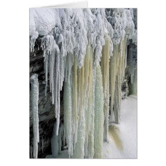 Eaux souterraines de glace et bleues coulées ; carte de vœux