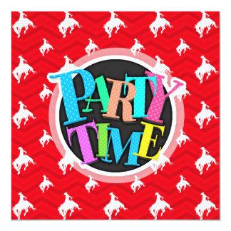Écarlate rouge, blanc, Chevron, cowboy de rodéo Carton D'invitation 13,33 Cm