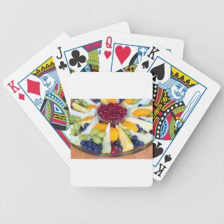 Échelle en verre complètement de divers fruits jeux de cartes