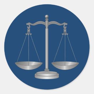 Échelles de justice sticker rond