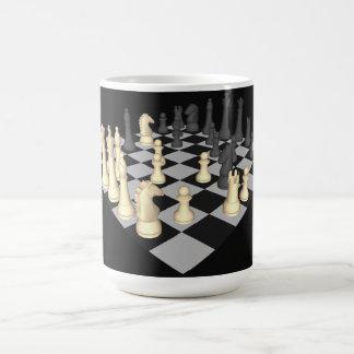Échiquier avec des pièces d'échecs - tasse faite s