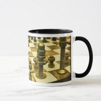 Échiquier frais avec des écrous - et - boulons mug