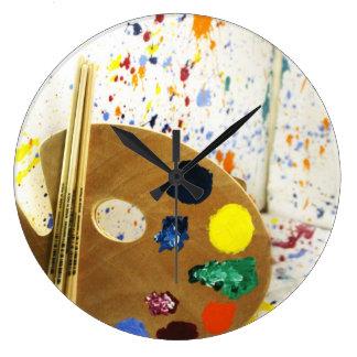 Éclaboussure de peinture d artistes et palette de horloges