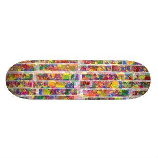 Éclaboussure verticale d'arc-en-ciel plateau de skateboard