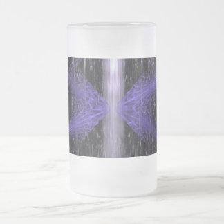 Éclat de cristal. Art de fractale dans noir et le  Mug