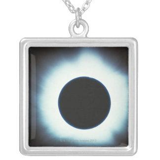 Éclipse solaire collier