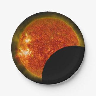 Éclipse solaire en cours assiettes en papier