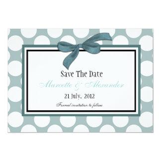 Économies bleues de point de polka la date carton d'invitation  12,7 cm x 17,78 cm