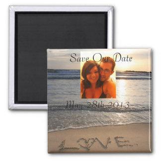 Économies de mariage d'amour de plage que la date  magnet carré
