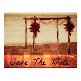 Économies de mariage de destination de plage les carte postale