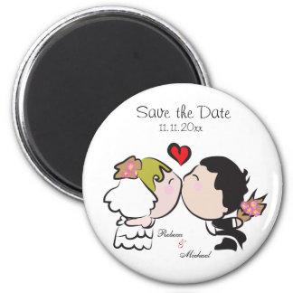 Économies mignonnes de jeune mariée et de marié le magnet rond 8 cm