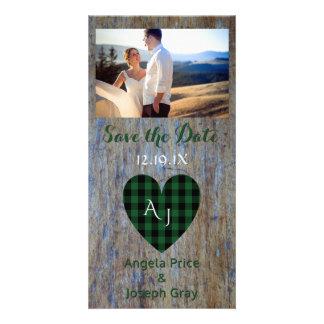 Économies rustiques du bois de mariage le coeur de carte