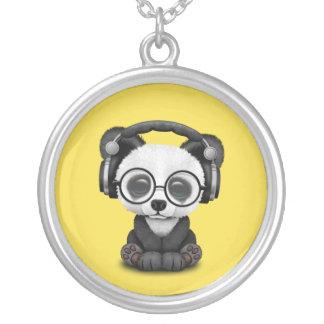 Écouteurs de port de panda mignon de bébé pendentif rond
