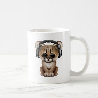 Écouteurs de port de puma mignon de bébé mug