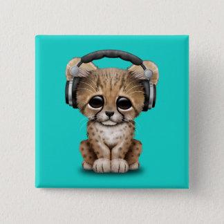 Écouteurs de port du DJ de guépard mignon de bébé Badge