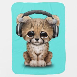 Écouteurs de port du DJ de guépard mignon de bébé Couvertures Pour Bébé