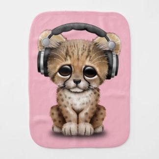 Écouteurs de port du DJ de guépard mignon de bébé Linge De Bébé