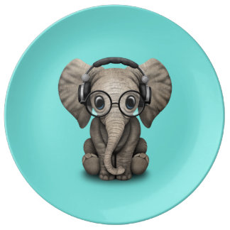 Écouteurs de port et verre du DJ d'éléphant mignon Assiette En Porcelaine