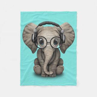 Écouteurs de port et verre du DJ d'éléphant mignon Couverture Polaire