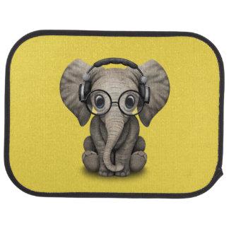 Écouteurs de port et verre du DJ d'éléphant mignon Tapis De Voiture