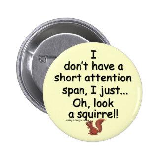 Écureuil court de durée d'attention badge avec épingle