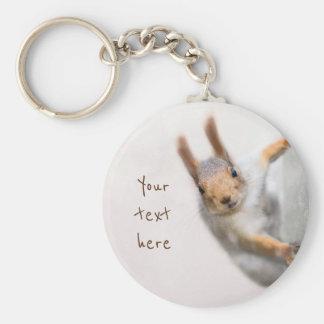 Écureuil curieux porte-clé rond