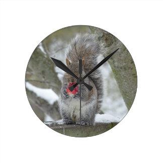Écureuil de fraise horloge ronde
