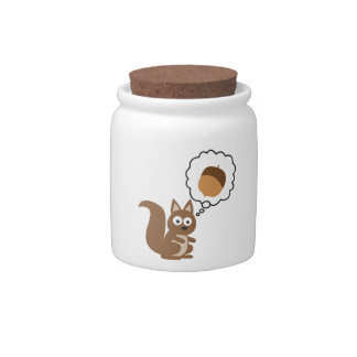 Écureuil pensant à l'écrou boîte à bonbons