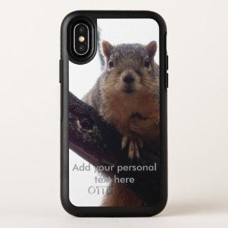 Écureuil regardant votre cas de téléphone