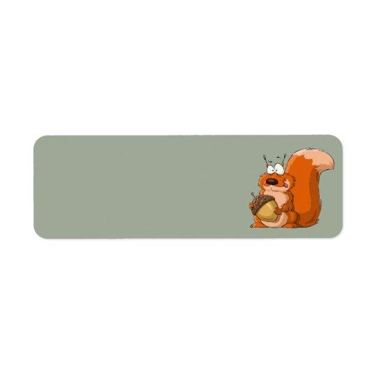 écureuil tenant des étiquettes de adresse de gland