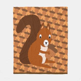 Écureuil tenant la couverture d'ouatine de gland