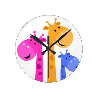 Édition colorée extraordinaire de girafe horloge ronde