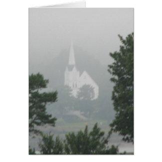 Église dans la brume cartes