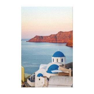 Église voûtée bleue d'Oia au lever de soleil Toile
