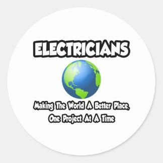 Électriciens… faisant au monde un meilleur endroit sticker rond