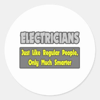 Électriciens… plus futés sticker rond