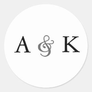 Élégance d'esperluète : Joints gris d'enveloppe Sticker Rond