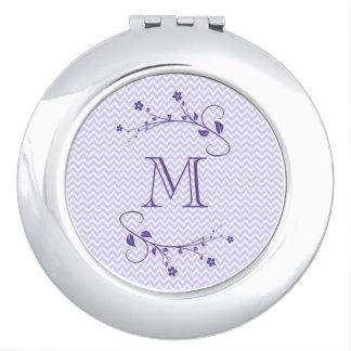 Élégant monograma avec des fleurs pourpre et chevr miroirs à maquillage