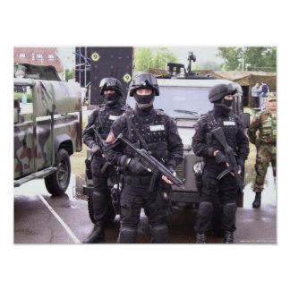 Élément perturbateur et Koch MP5 - police serbe Affiches
