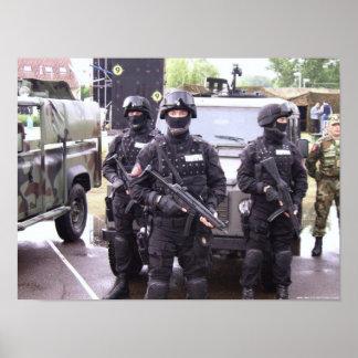 Élément perturbateur et Koch MP5 - police serbe Posters