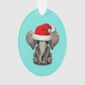 Éléphant de bébé utilisant un casquette de Père