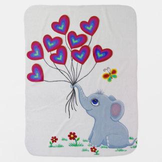 Éléphant doux de bébé avec des ballons couvertures de bébé