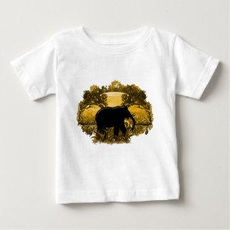 Éléphant en nature t-shirts