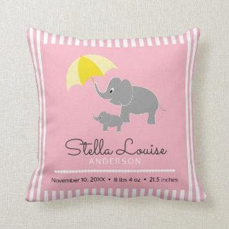 Éléphant et bébé, parapluie, faire-part de bébé coussin