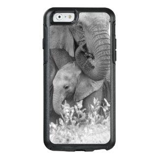 Éléphant femelle Re-Assurant deux veaux (Samburu) Coque OtterBox iPhone 6/6s