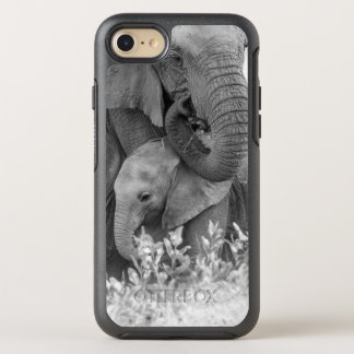 Éléphant femelle Re-Assurant deux veaux (Samburu) Coque Otterbox Symmetry Pour iPhone 7