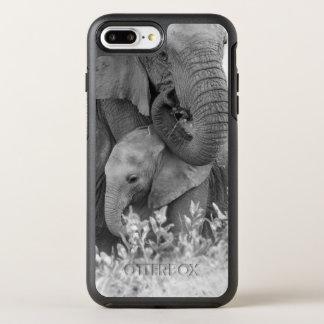 Éléphant femelle Re-Assurant deux veaux (Samburu) Coque Otterbox Symmetry Pour iPhone 7 Plus