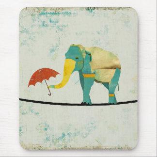Éléphant gracieux d'or Mousepad Tapis De Souris