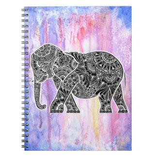 Éléphant inversé sur l'aquarelle carnet